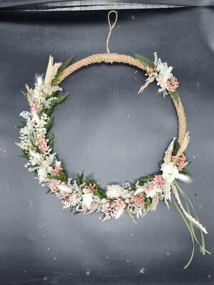 """Flower Hoop"" mit Trockenblumen"