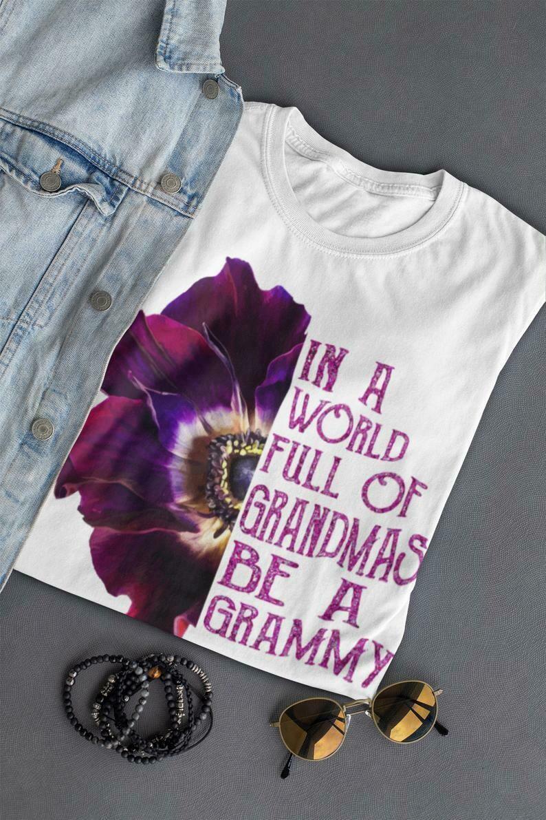 in a world full of grandmas be a grammy   gift for grandma   Mother's Day T-Shirt   Short-Sleeve Unisex T-Shirt