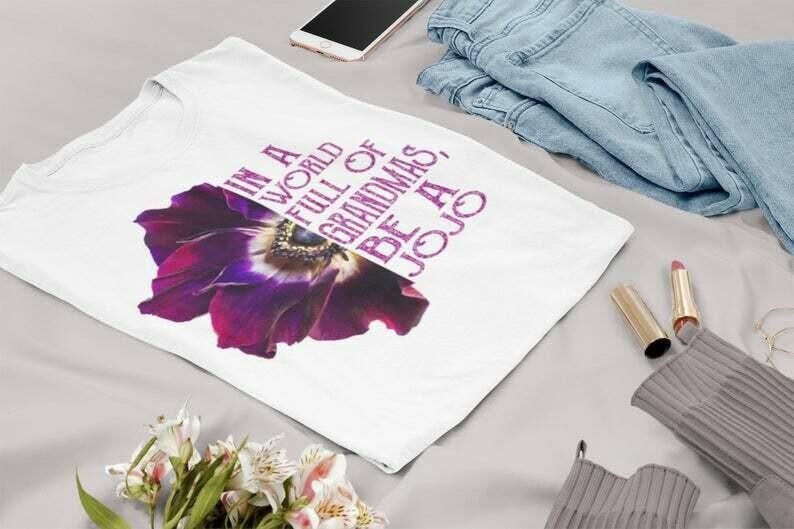 In a world full of grandmas be a jojo   gift for grandma   Mother's Day T-Shirt   Short-Sleeve Unisex T-Shirt