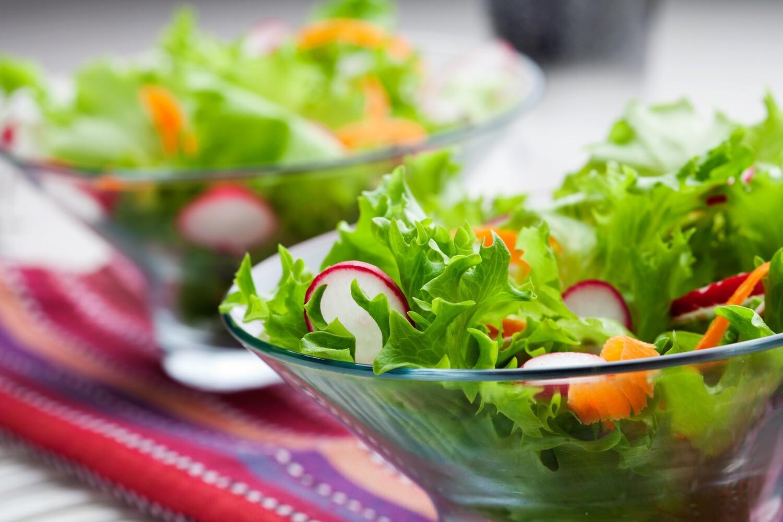 Blattsalate im Hausdressing