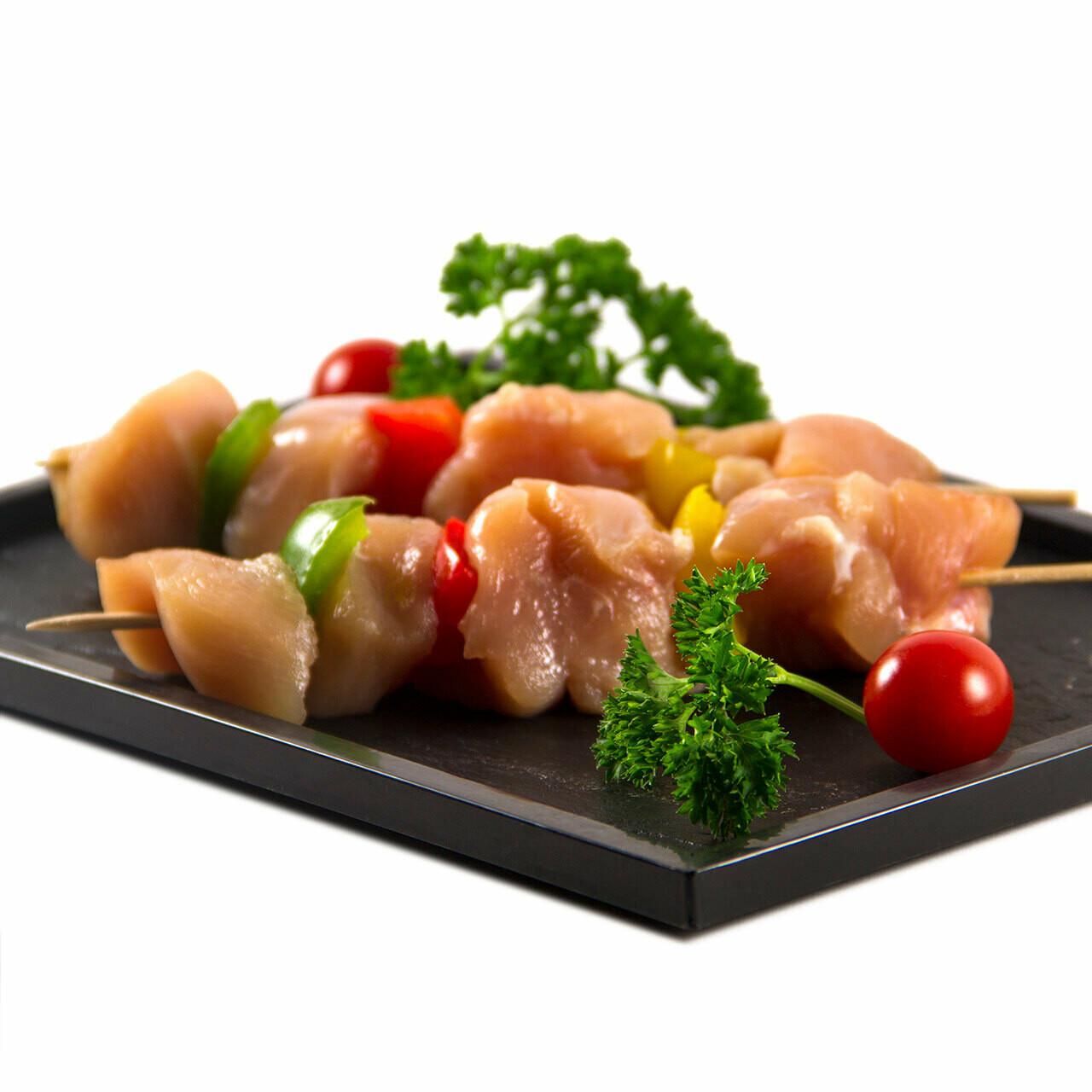 Brochettes de poulet  marinées  au curry et sésam