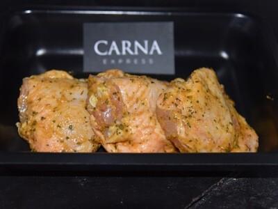 Haut de cuisse de poulet mariné à l'ail