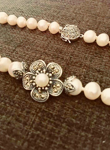Naturel Pearls with Silver Marcasite clushes