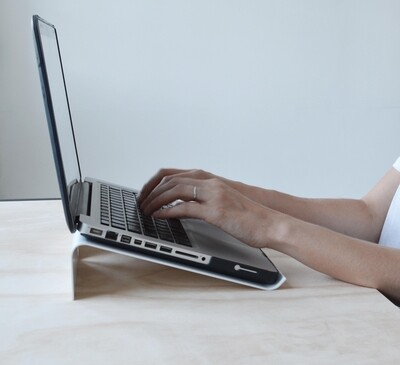 Lola Laptop riser 17 inch