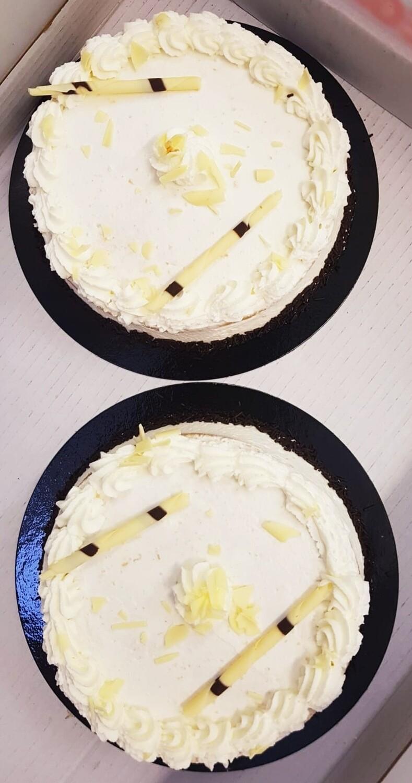 Tarta artesana de  BIZCOCHO y mucha NATA  para 4-5 Personas