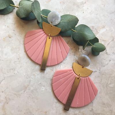 B´elle | Pink Shell Earrings