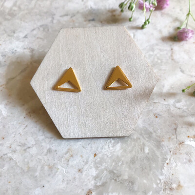 Isa & Roza | Golden Ear Studs Triangles