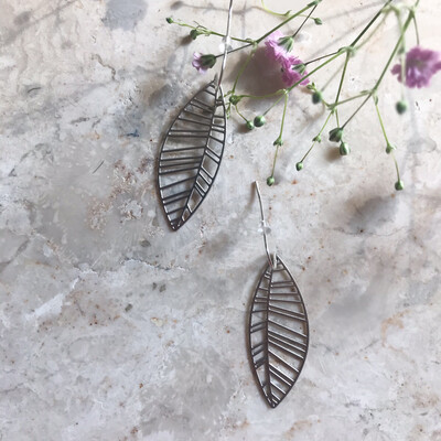 Isa & Roza | Silver Leaf Eardrops