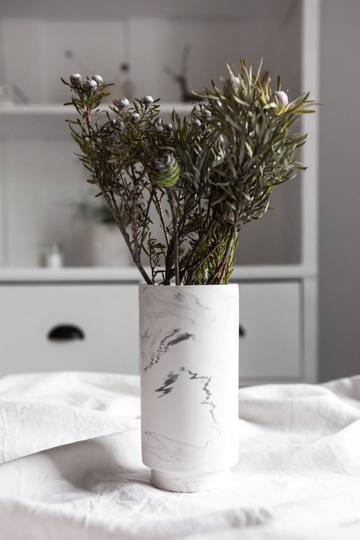 House Raccoon | Vase - White Marble