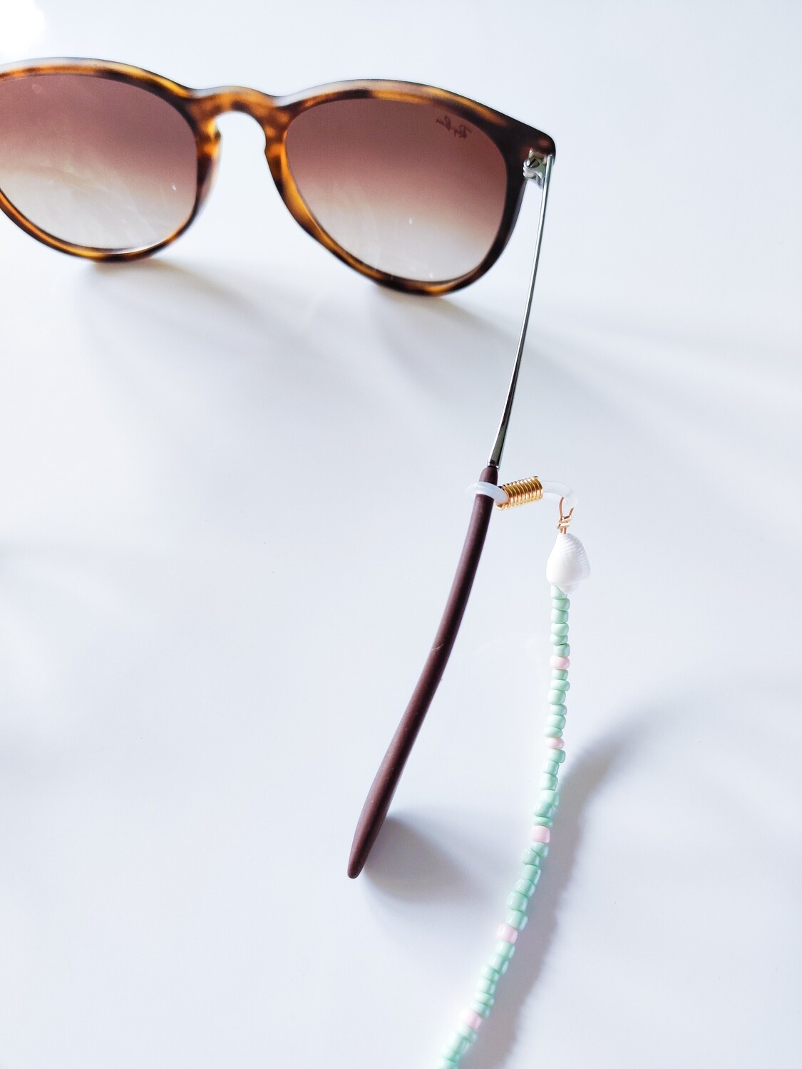 Isa & Roza | Pearl Sunglass Chain with little shells