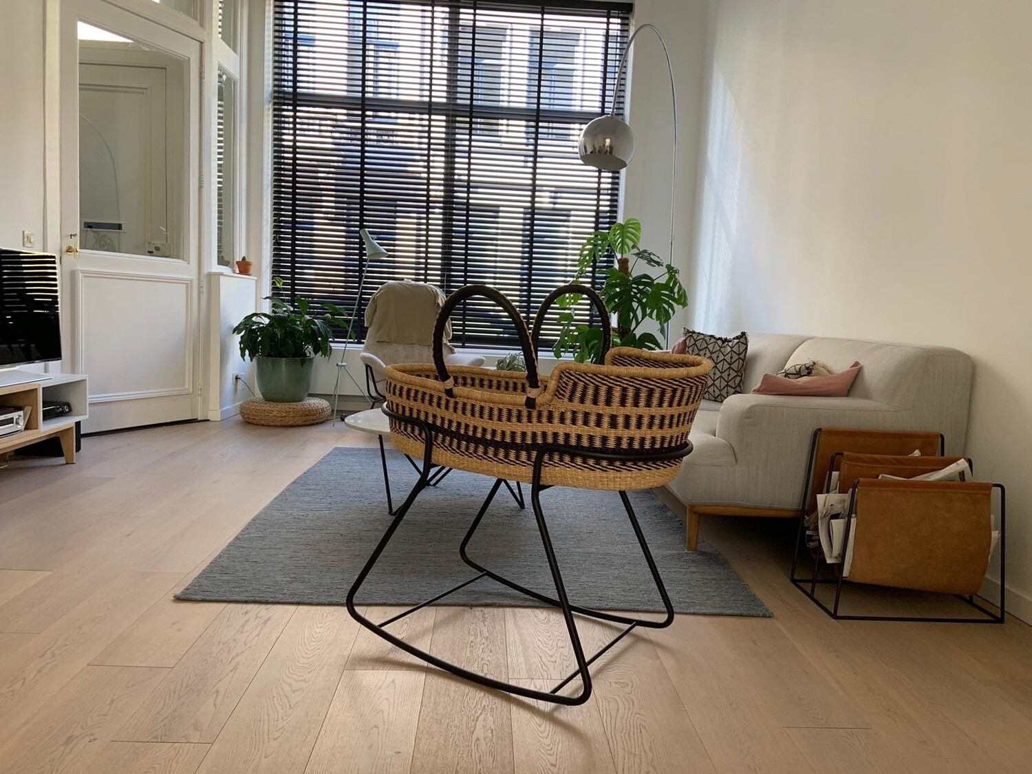 Olá Lindeza   Moses Basket Stand (Available in raw steel or powder coating)