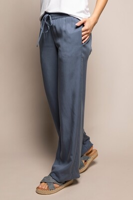 wearable stories | AVAH trousers blue lyocell