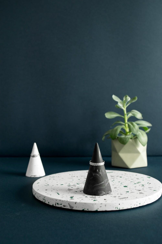 House Raccoon | Kiona Ring Cone (set of 2) - Black Marble