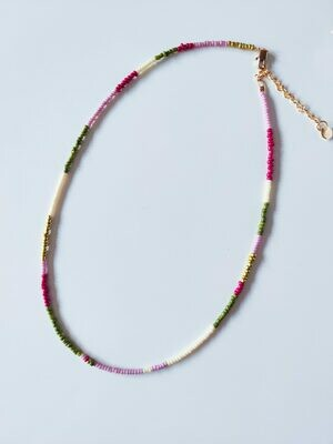 Isa & Roza | Pearls Necklace - Fuchsia lilac gold green