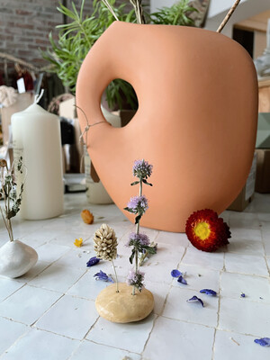 het Kollektief | Small Clay Vase with Dried Flowers - brown and white clay