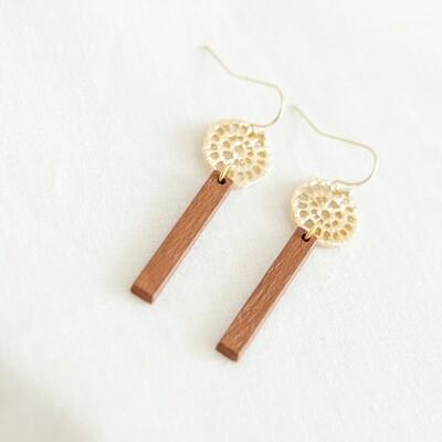 Studio Nok Nok | Golden Earrings with caramel brown wooden pendant
