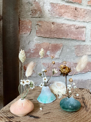 het Kollektief | Clay Vase with Dried Flowers - white clay and green acrylic paint