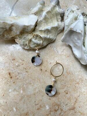 Olá Lindeza  | Minimal hoops with pearl and globe pendant