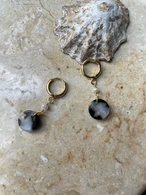 Olá Lindeza  | Tiny hoops with pearl and globe pendant