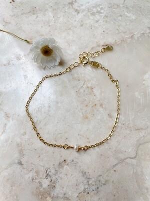 Olá Lindeza    Minimal Pearl Bracelet - 24k gold plated sterling silver