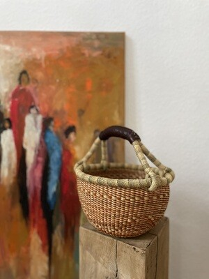 Olá Lindeza   Small Bolga Market or Storage Basket - Rust orange & natural elephant grass