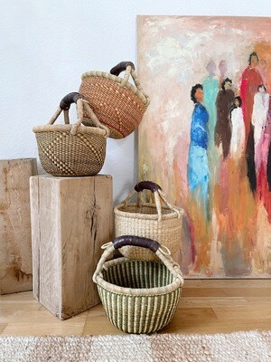 Olá Lindeza | Small Bolga Market or Storage Basket - green and natural elephant grass