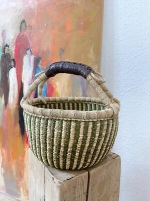 Olá Lindeza | Small Bolga Market or Storage Basket - green and natural elephant grass