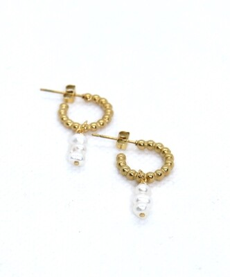 URBAN SWAG | Dotted mini hoops with freshwater pearls