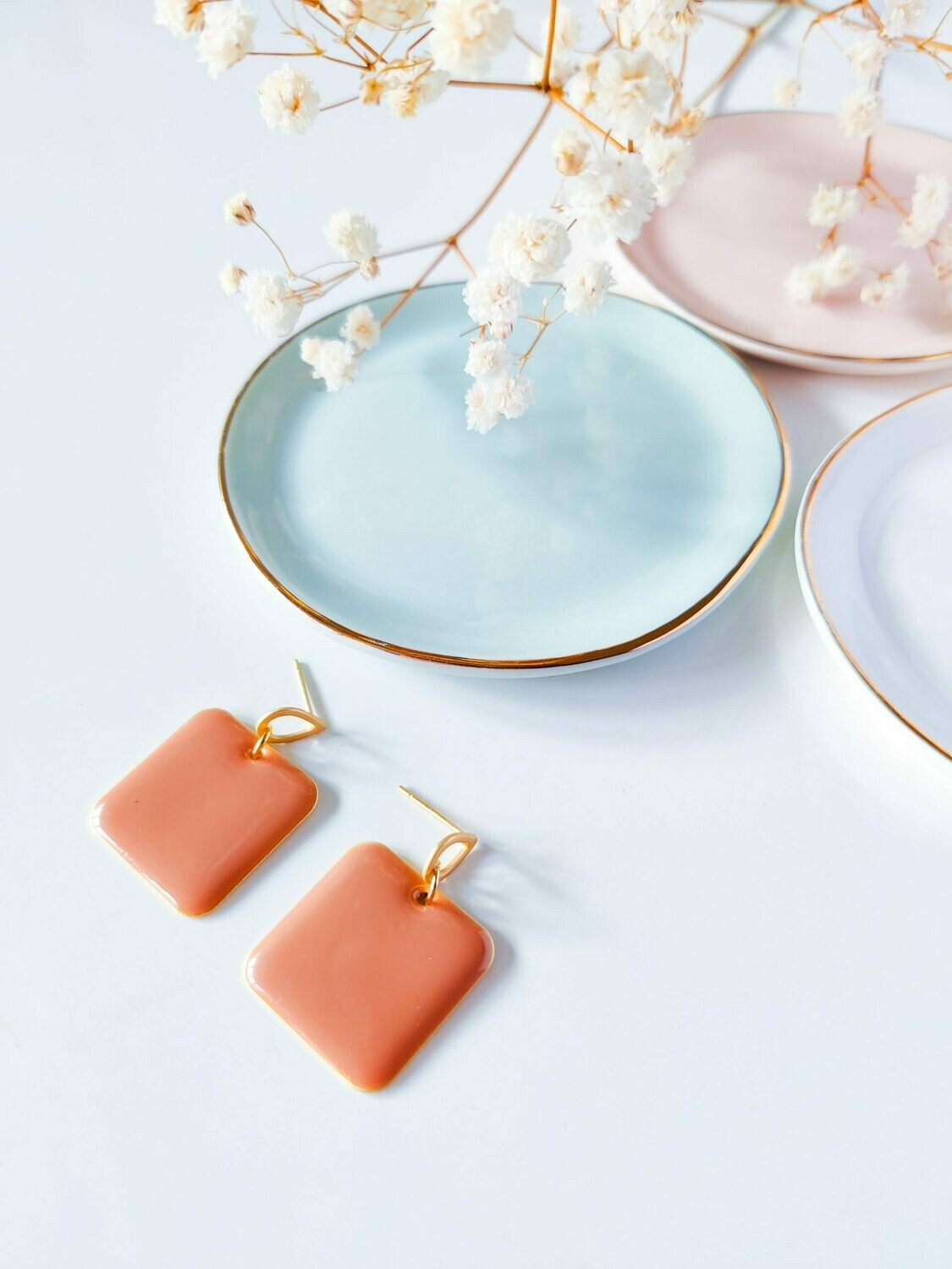 Isa & Roza | Golden drop earrings with old pink pendant