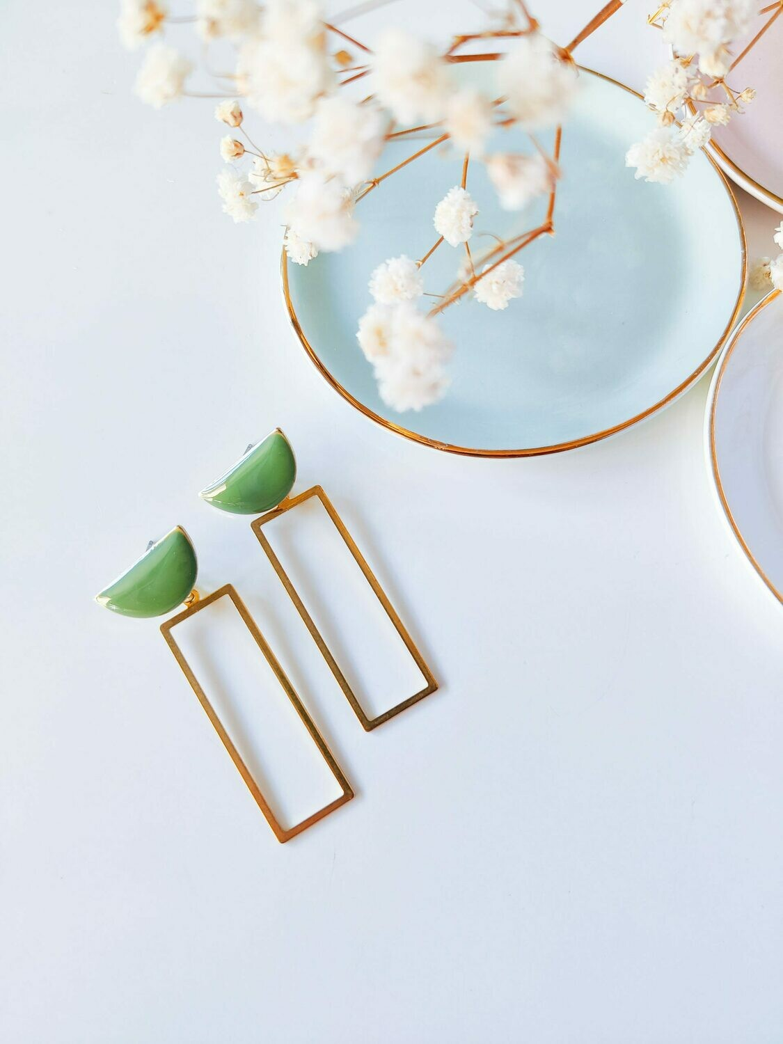 Isa & Roza | Golden ear hangers with moss green stud
