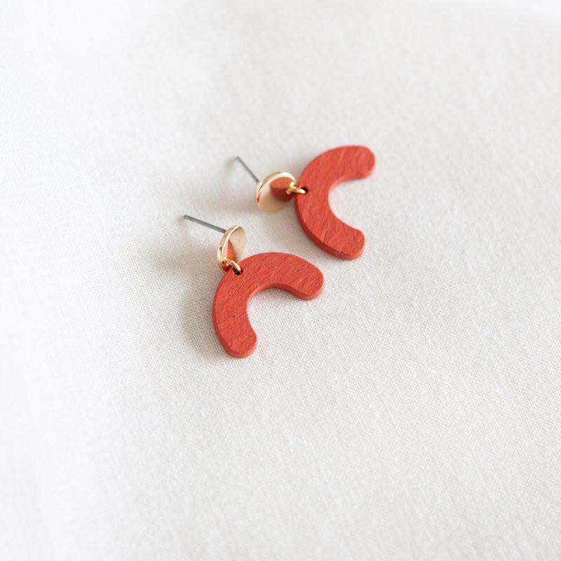 Studio Nok Nok | Red wooden bow earrings