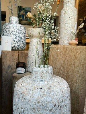 Kinta | Vase T-Upward - wood and paper pulp 23cm and dried flowers