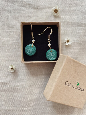 Olá Lindeza  | Josie pearl earrings with green speckled clay pendant