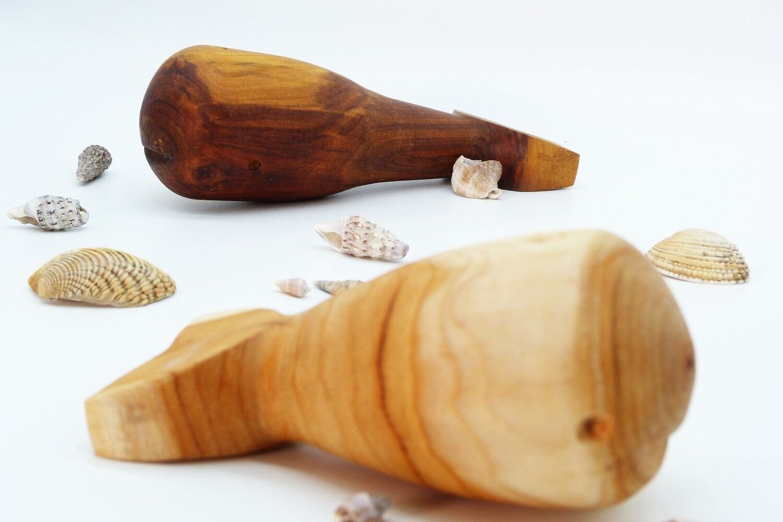 nest gestaltung | wood kid whale 12,5 cm - yew wood, oiled