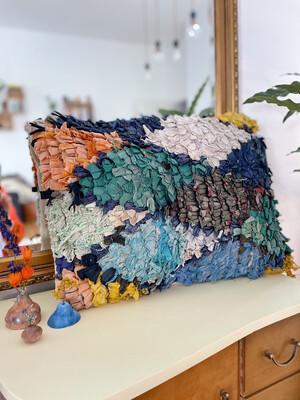 Olá Lindeza   Boucherouite Berber Pillow - recycled cotton