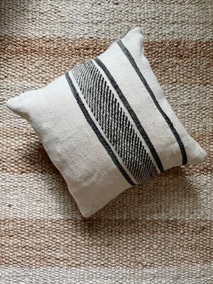 Olá Lindeza   Flatweave Berber Pillow - Black