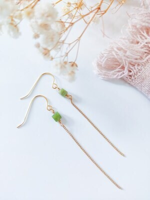 Isa & Roza | Golden earrings with green stone