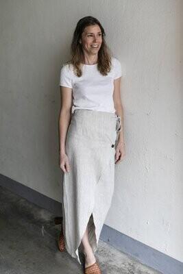 Olá Lindeza | Linen Wrap Skirt with wooden button - Natural linen
