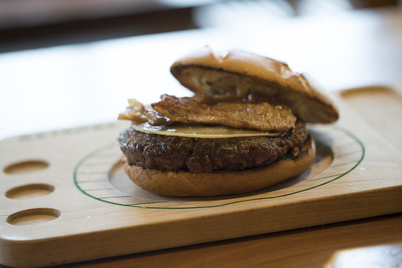 Astarbe Burger panceta y queso / hirugiarra eta gazta