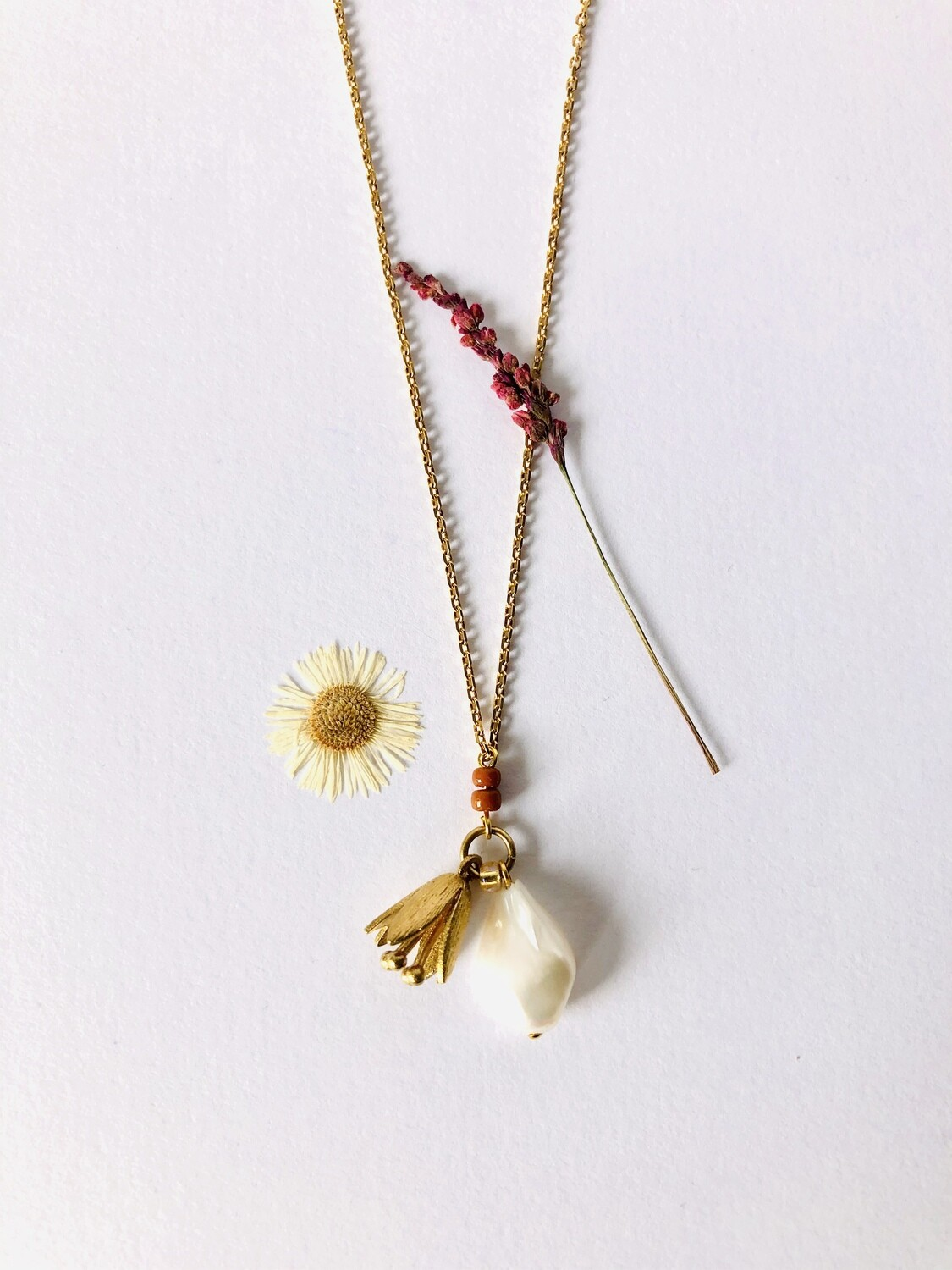 Flower cup pearl necklace