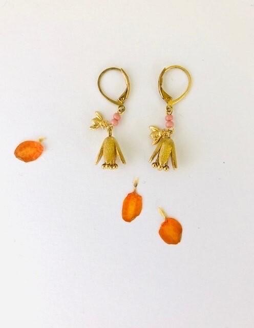 Flower cup bee earrings
