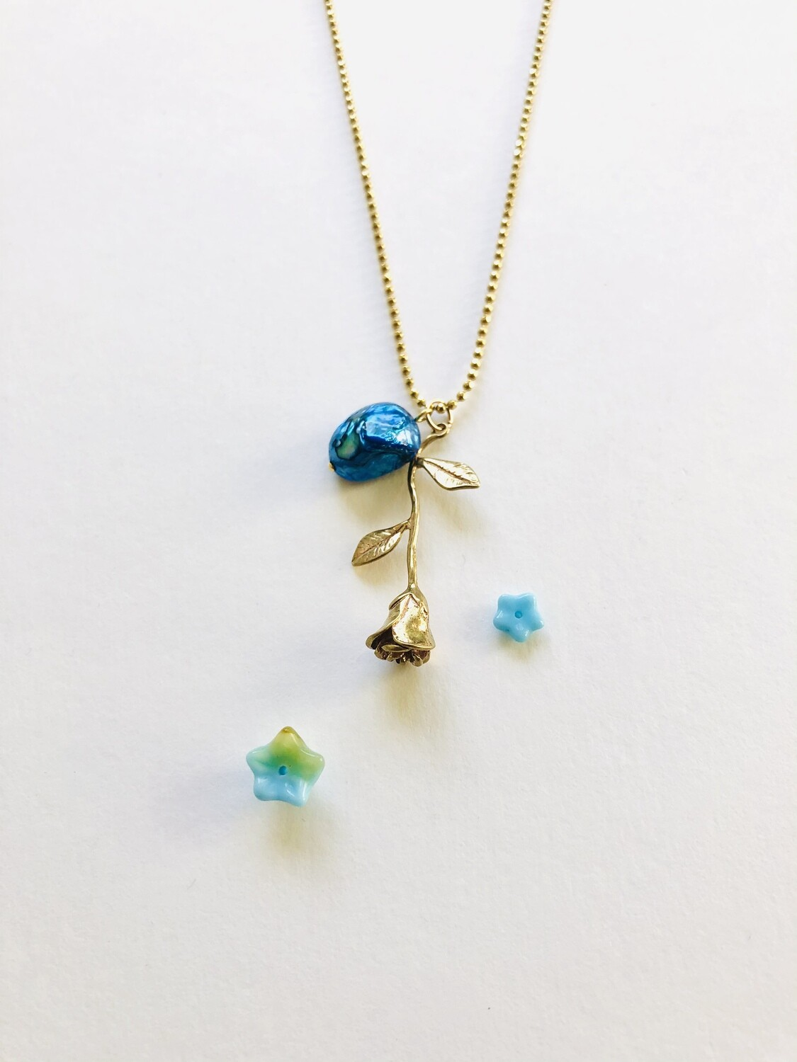 The blue rose necklace