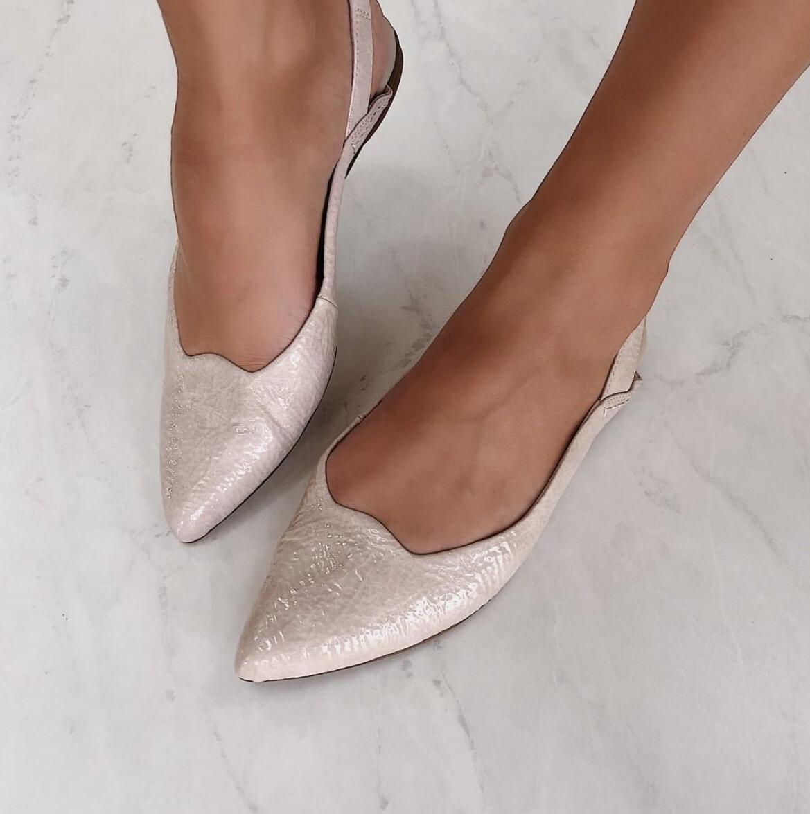 Naked Feet -Leva-