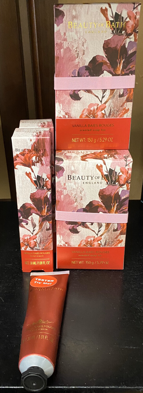 Vanilla Baies Rouges Travel Hand Cream Matches Soap