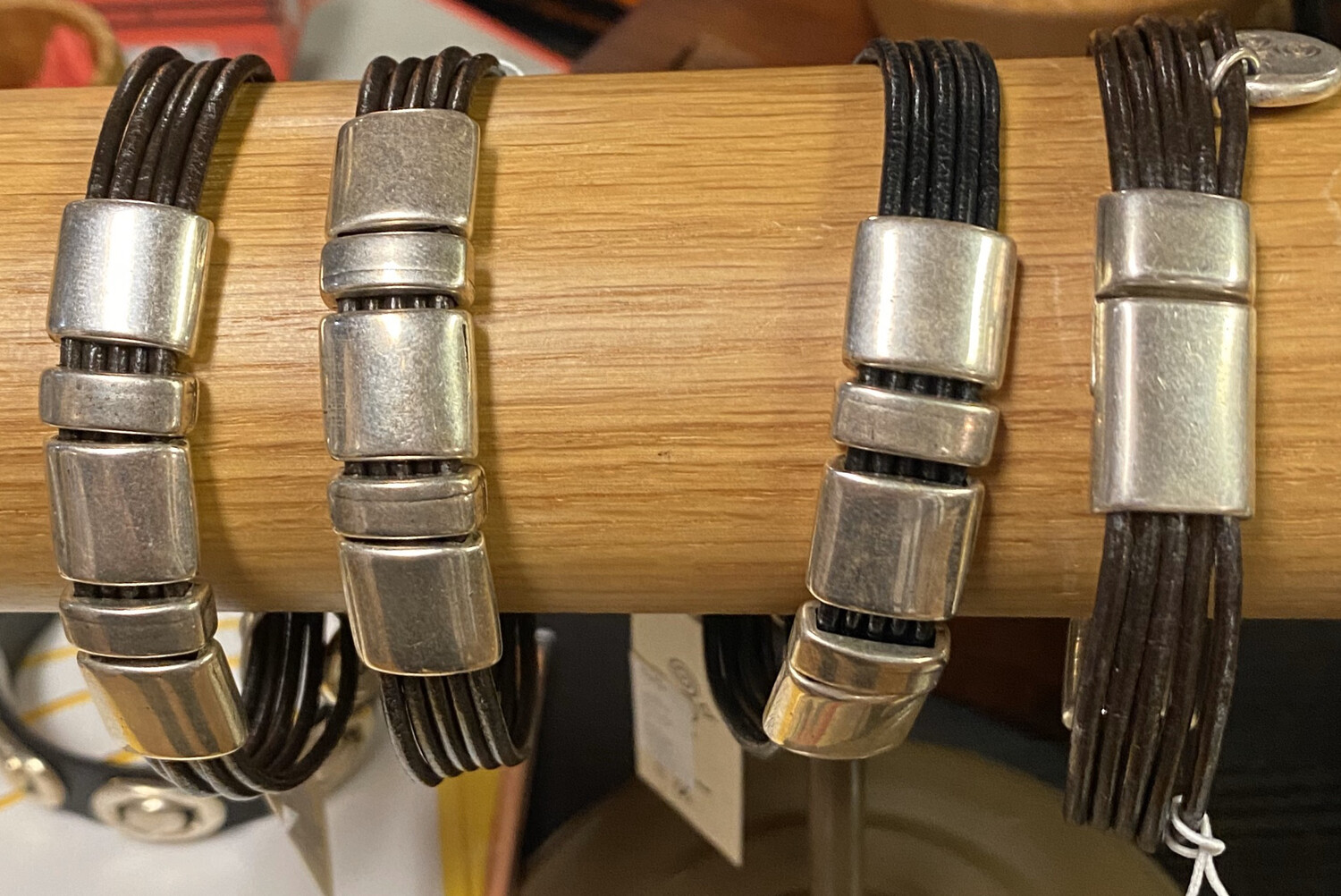 Men's Brown Leather Hand Made 5 Metal Pieces Bracelet Strong Magnet