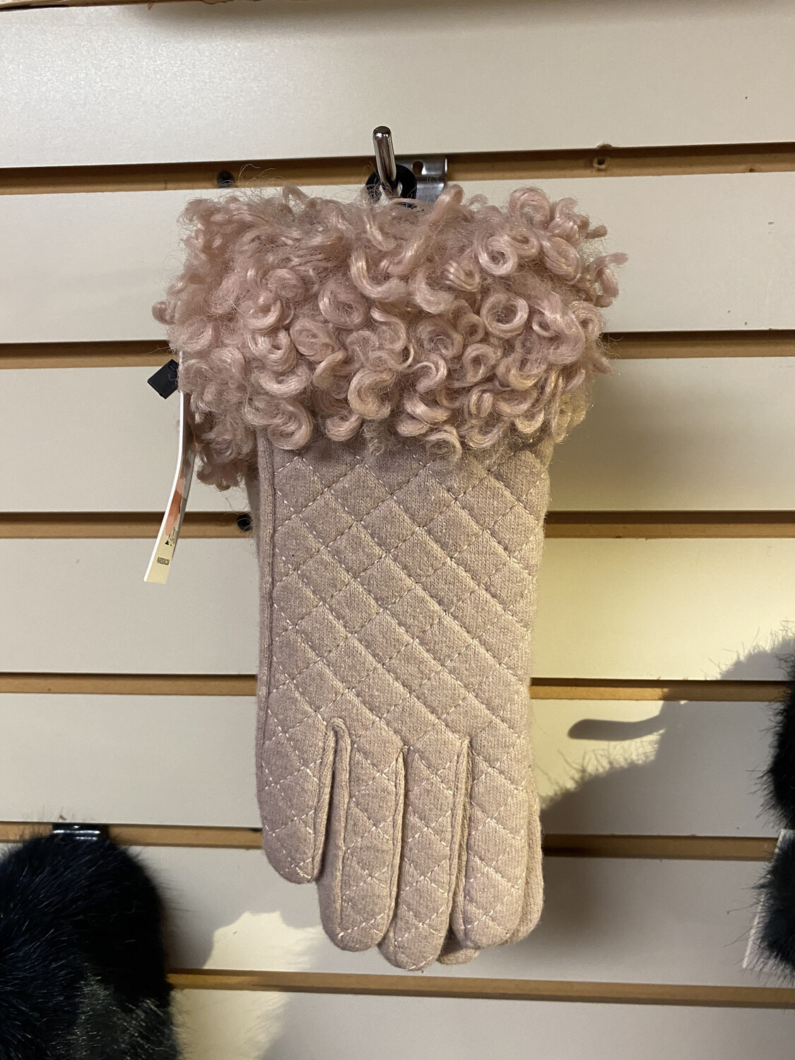 Major Deal Gloves Blush Quilted W Curls.