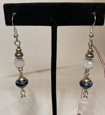 DK Wht Navy Czech Glass Earring