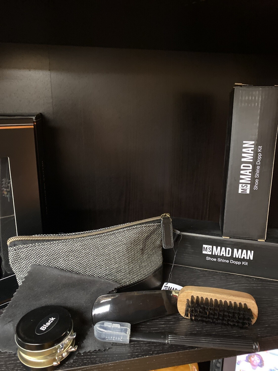 Mad Man Shoe Shine Dopp Kit. Shoe Horn, Shine Brush, Applying Brush, Polishing Cloth, Black And Brown Paste. Zip Carrying Pouch.