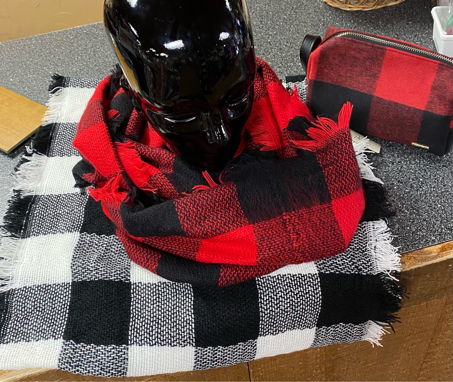GC Acrylic Infinity Scarf Blk And Red