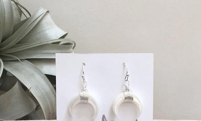 Wa Lunulae Ear Ring Silver White Shell